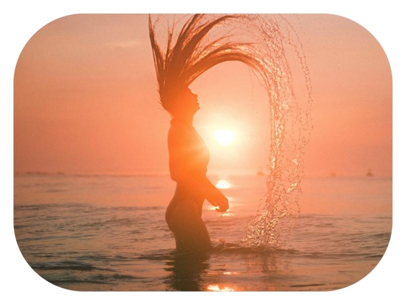Une question ô combien importante quand on veut prendre soin de ses cheveux naturellement. Aujourd'hui je vous donne tous mes conseils, astuces et produits préférés pour protéger vos cheveux du soleil, et en prendre soin tout au long de l'été.